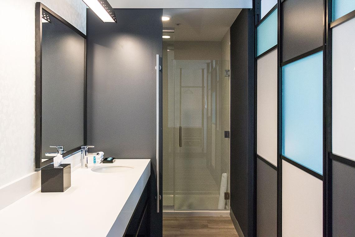 Aloft Hotel Dublin Pleasanton Bathroom